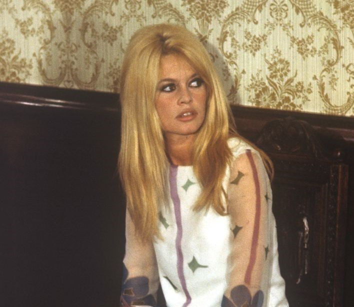 1963—Long Bangs and Layers